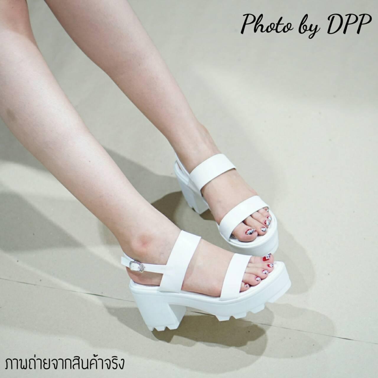 พร้อมส่ง : รองเท้าส้นตึกสไตล์เกาหลี (สีขาว)