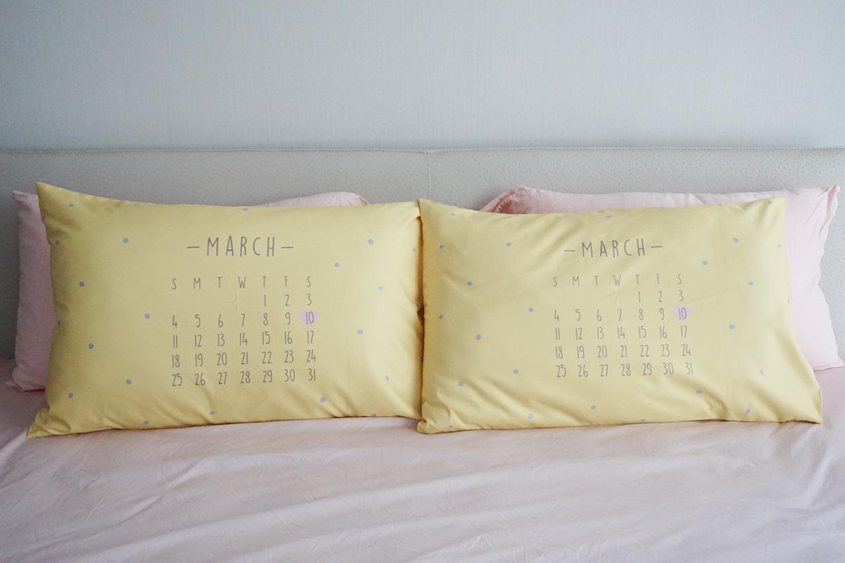 ปลอกหมอนหนุนคู่ พิมพ์ลายเต็มผืน ลาย Calendar 2018 - Yellow