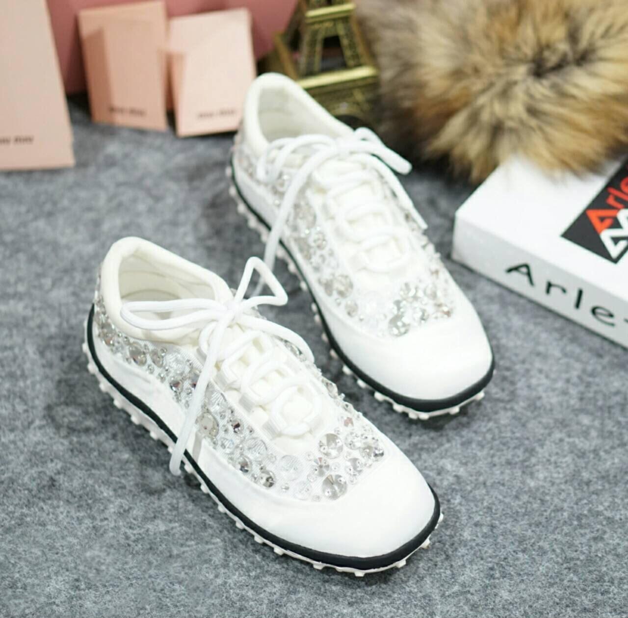รองเท้า MIUMIU Sneakers Hi-End Grade (สีขาว)