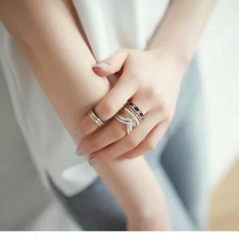 R-32 แหวนแฟชั่น 8 ชิ้น