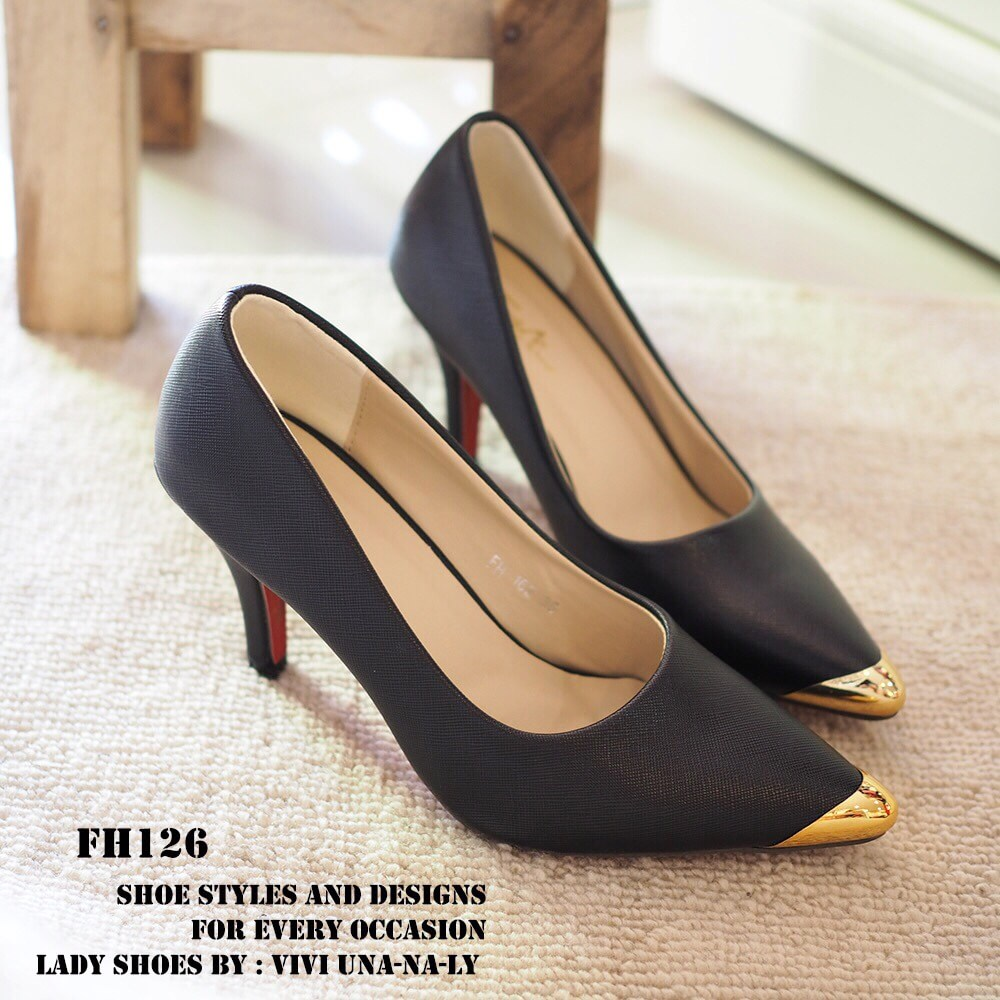 พร้อมส่ง : รองเท้าคัทชู Zara หัวทอง (สีดำ)