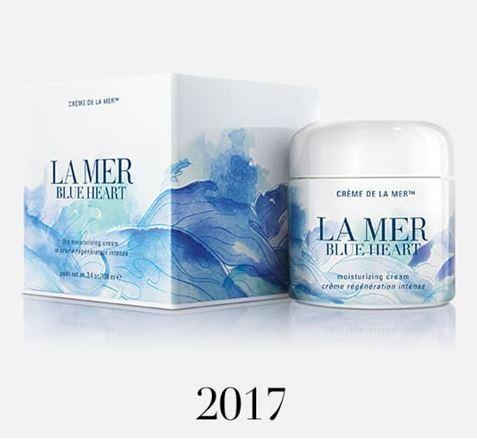 **พร้อมส่ง**LA MER Blue Heart Creme de La Mer Moisturizing Cream 100ml. Limited Edition ครีมบำรุงผิวหน้า ต้นกำเนิดที่มาจากท้องทะเลอันเป็นตำนาน ฟื้นบำรุงผิว ผิวรู้สึกกระชับ เส้นริ้ว ร่องและรูขุมขนกลับแลดูเลือนลง ผิวแลดูอ่อนเยาว์ ชุ่มชื้น ,