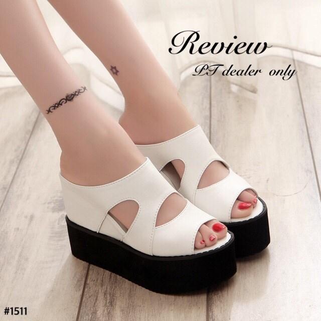 พร้อมส่ง : รองเท้าลำลองส้นเตารีด (สีขาว)
