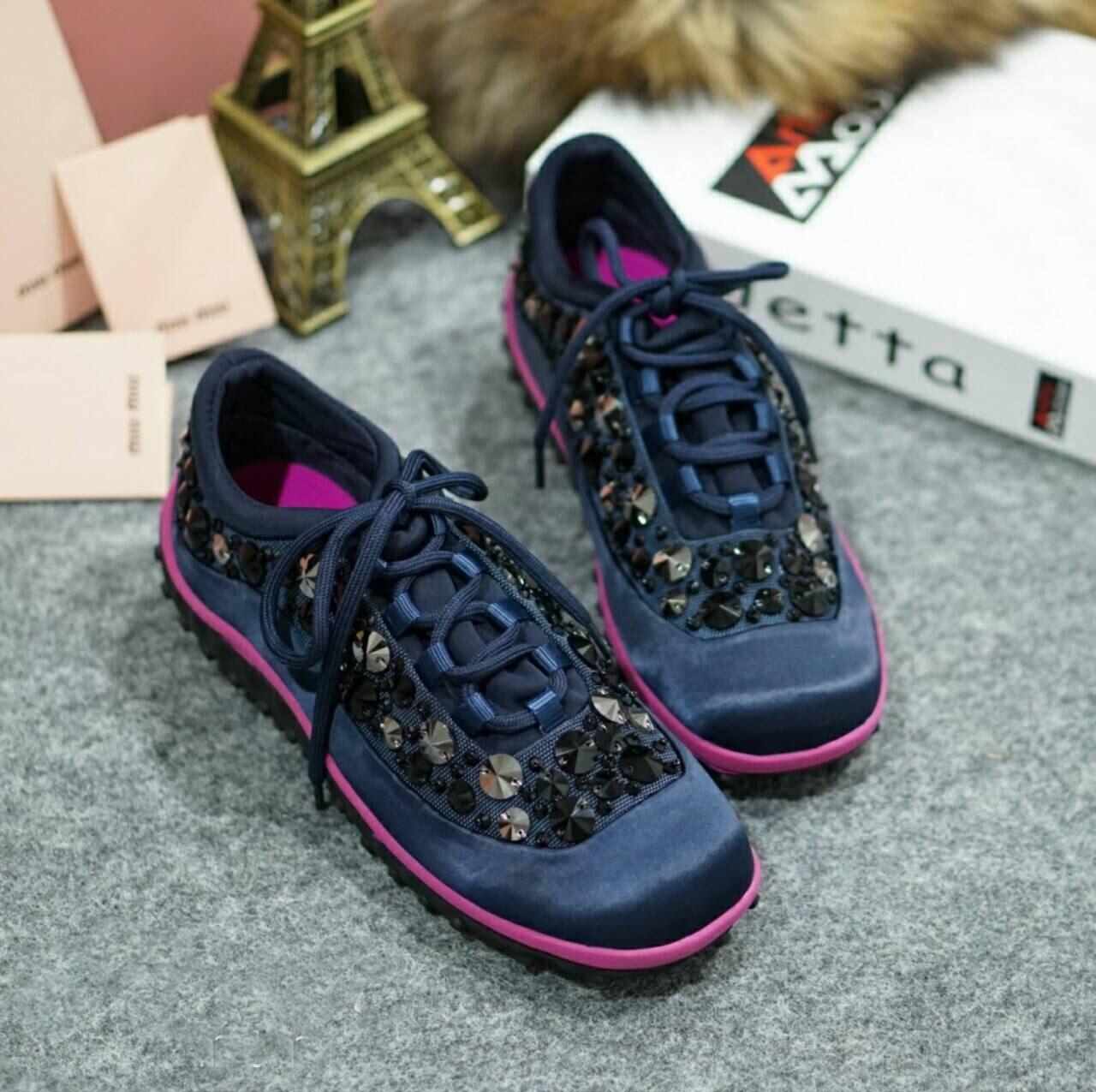 พร้อมส่ง : รองเท้า MIUMIU Sneakers Hi-End Grade (สีกรม)