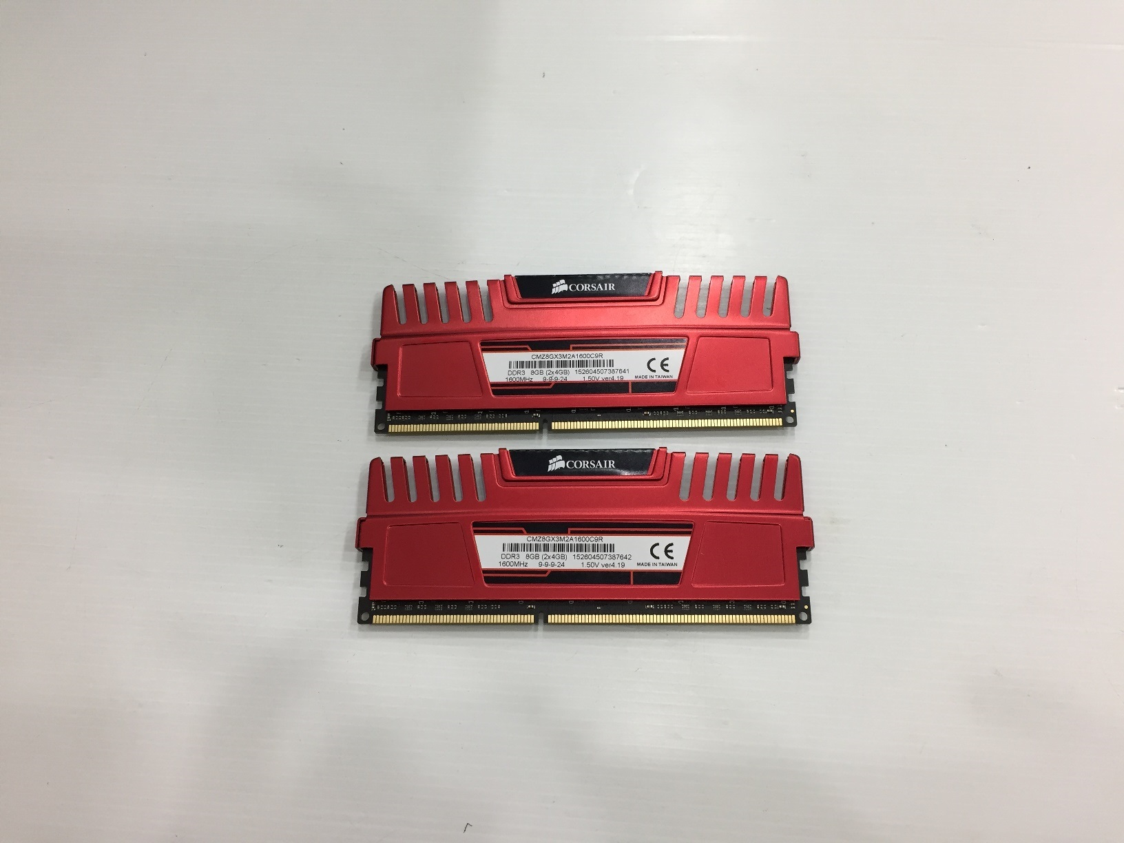 8GB. 4X2 DDR-3 1600 Corsair Vengeance RED
