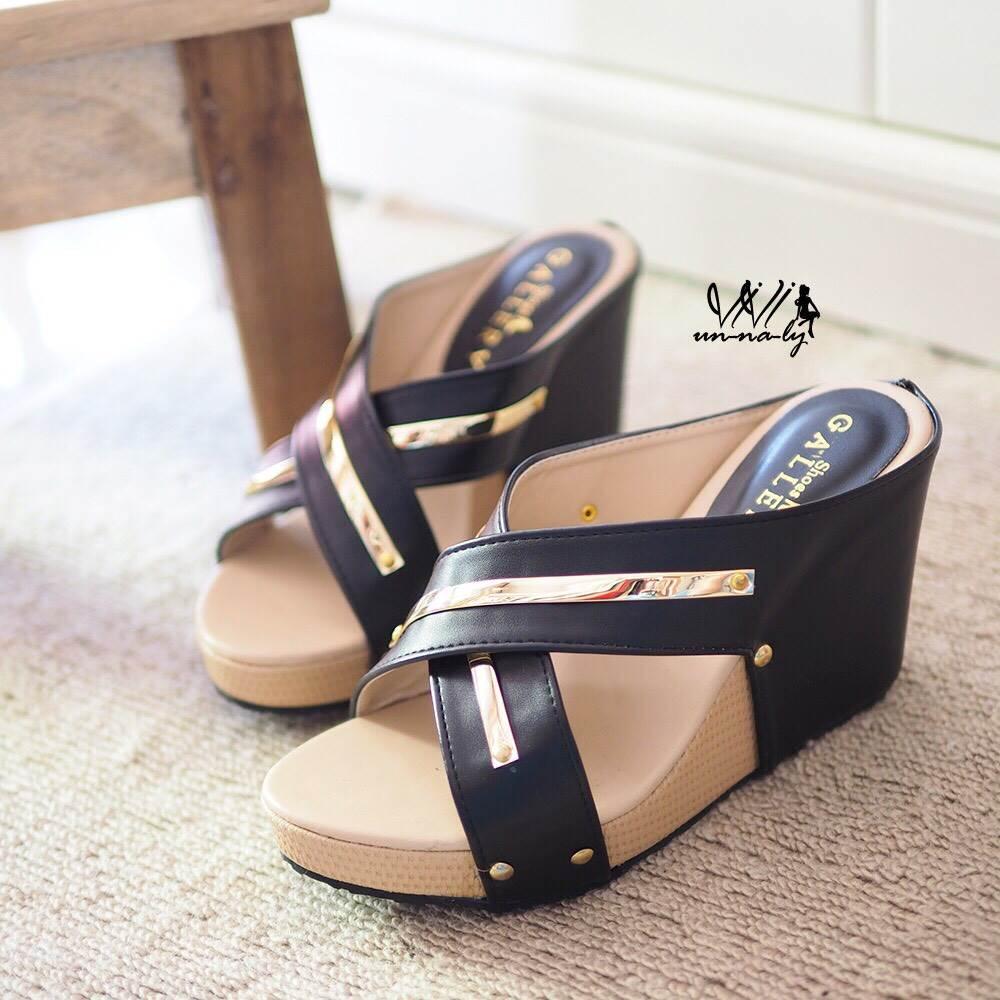 รองเท้าส้นเตารีดหน้าไข้วแต่งทอง (สีดำ)