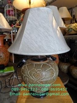 โคมไฟตั้งโต๊ะ ทำจากแจกันดินเผาด่านเกวียน ดอกไม้ สีโคลนโทนน้ำตาล-แดง