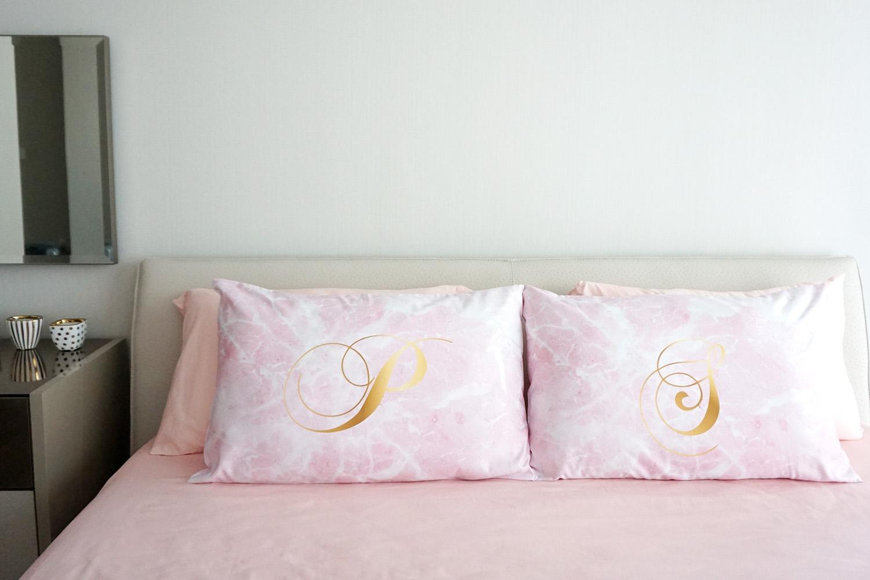 ปลอกหมอนหนุนคู่ลายหินอ่อน Pink Marble - Calligraphy - Gold