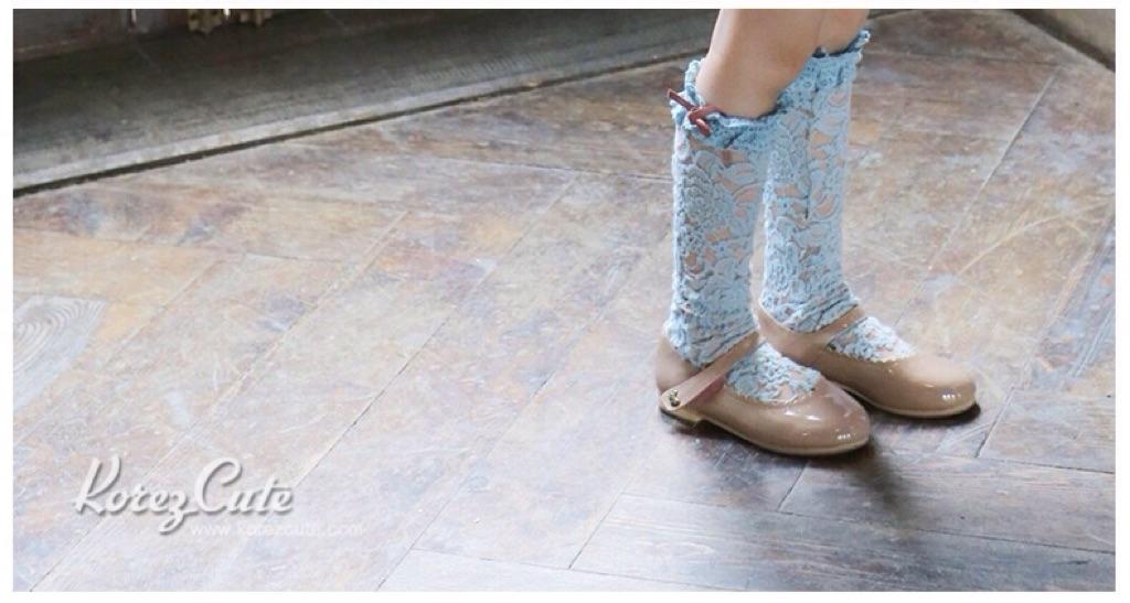ถุงเท้าเด็ก สีฟ้า ลายดอกไม้ เนื้อถุงน่อง สไตล์เด็กเกาหลี