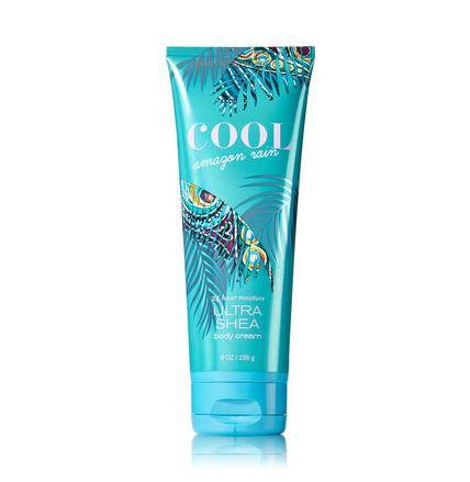 **พร้อมส่ง**Bath & Body Works Cool Amazon Rain 24 Hour Moisture Ultra Shea Body Cream 226g. ครีมบำรุงผิวสุดเข้มข้น มีกลิ่นหอมติดทนนาน ด้วยกลิ่นหอมสดชื่นชุ่มฉ่ำของกลิ่นส้ม และผลมะเฟื่อง ผสมกับกลิ่นดอกไม้ป่าอย่างดอกกล้วยไม้ และมะลิ กลิ่นหอมสดชื่นมากคะ ,
