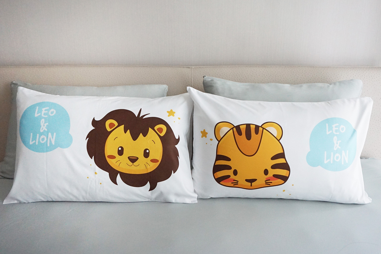 ปลอกหมอนหนุนคู่ สีขาว ลายเสือ+สิงโต