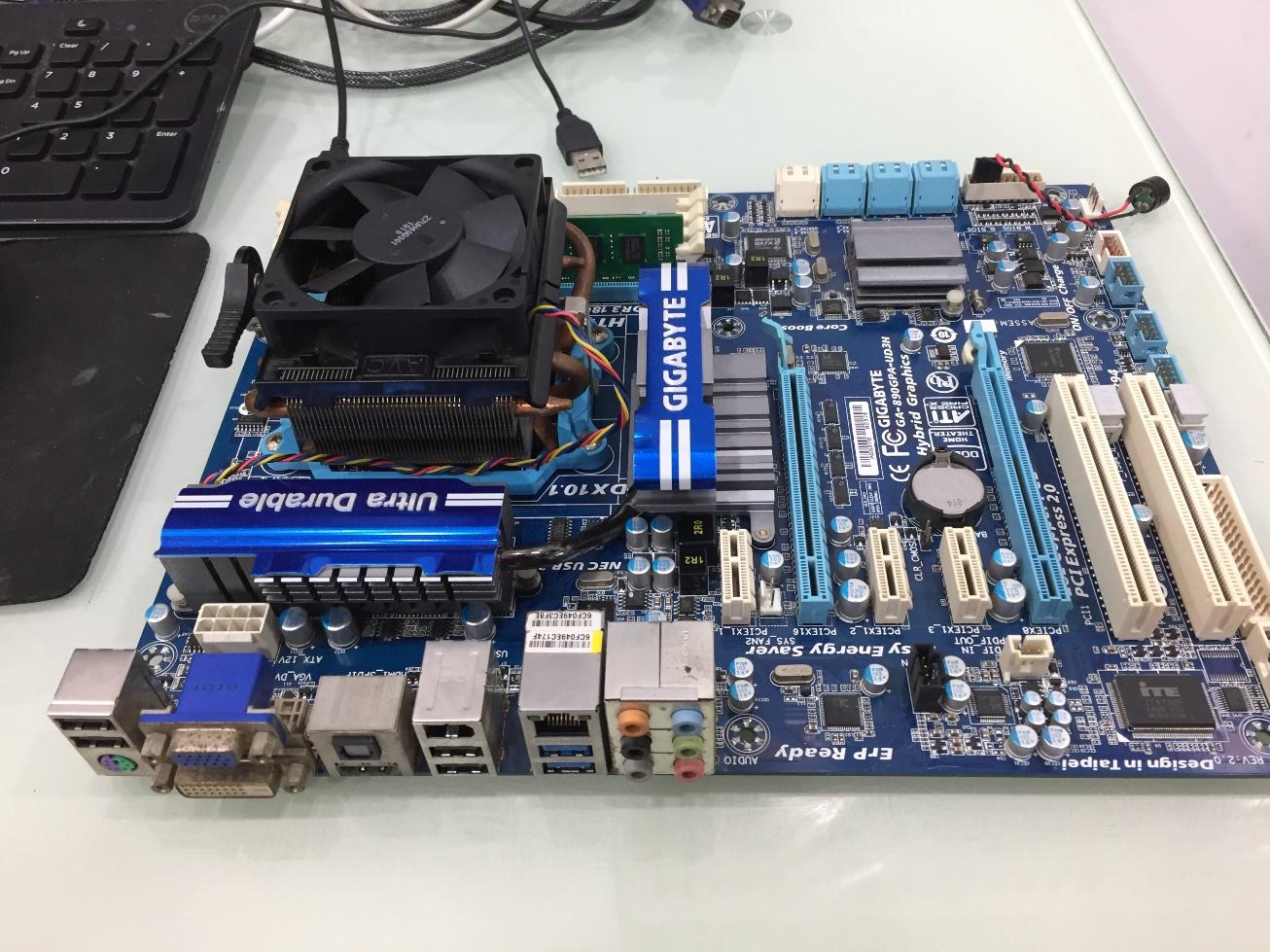 AMD Phenom II X6 1050T + เมนบอร์ด