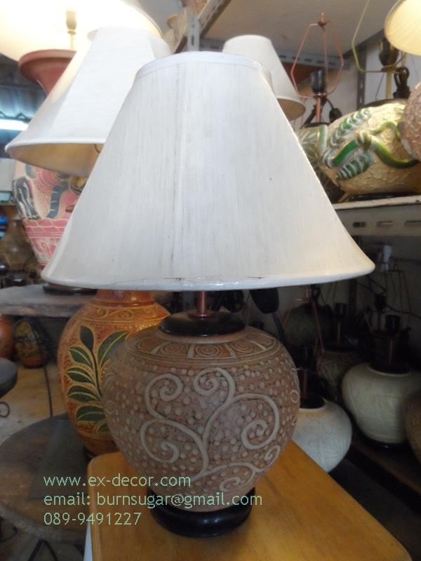 โคมไฟตั้งโต๊ะ ทำจากแจกันดินเผาด่านเกวียน ลายจุด ทรงโอ่งน้ำ สีโคลนน้ำตาล