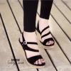 รองเท้าส้นเตารีดกำมะหยี่รัดส้น (สีดำ)