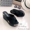 รองเท้าลำลองส้นเตารีดสายไขว้ (สีดำ)