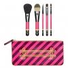**พร้อมส่ง**MAC Nutcracker Sweet Basic Brush Kit เซ็ทแปรงขั้นพื้นฐาน โฟกัสใบหน้า รองพื้น และทาลิปสติก สำหรับการแต่งแบบ Everyday look ประกอบไปด้วย 190SE Foundation Brush, 129SE Powder/Blush Brush, 213SE Fluff Brush, 209SE Eye Liner Brush and 316SE Lip Brus