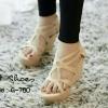 รองเท้าส้นเตารีดฉลุลาย (สีครีม)