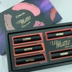 **พร้อมส่ง**Cosluxe Ultra Matte Curve Lipstick Box Set Limited Edition ใหม่! เซตลิปสติกเนื้อแมทกำมะหยี่สีใหม่ล่าสุด 5 เฉดสีสุดร้อนแรงจาก Cosluxe ที่ยังคงโดดเด่นในเรื่อง Shape อันเป็นเอกลักษณ์ที่โค้งรับกับริมฝีปากทั้งบนและล่างทุกรูปปาก เนื้อลิปช่วยบำรุงริม