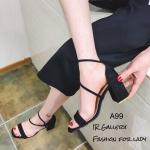 รองเท้าส้นตันแต่งสายรัด (สีดำ)