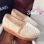 พร้อมส่ง : รองเท้าลูกไม้ Style Valentino (ขอบกากี)