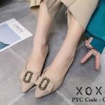 รองเท้าส้นแบนแต่งอะไหล่ Style Gucci (สีครีม)