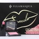 **พร้อมส่ง**ILLAMASQUA Smile Collection Set เซ็ตเครื่องสำอางที่รวมผลิตภัณฑ์ไว้ 2 ชิ้นด้วยกัน ให้คุณเติมสีสันที่พวงแก้มและริมฝีปากได้อย่างมั่นใจ ที่ออกแบบมาให้เหมาะกับสีผิวคนไทย มีทั้ง Powder Blusher in Smile ปัดแก้มสีชมพูระเรื่อ ใสๆ ดูซุกซนมีเลือดฝาด และ