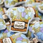 พวงกุญแจพร้อมส่ง ลาย Blue Tulip Wooden Bucket - Mom