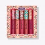 *พร้อมส่ง*Tarte Pout Pleasures Lip Set Limited Edition Holiday 2017 เซ็ทลิปดินสอเนื้อแมท 5 แท่ง สีติดทนนาน ด้วยเนื้อแบบทิ้นท์ เนื้อลิปนุ่มลื่นทาง่าย ให้สีสวยเป็นธรรมชาติ ในแพคเกจลิมิเตด กราฟฟิกสไตล์โมรอคโคดูดีมีเอกลักษณ์ ,