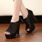 พร้อมส่ง : รองเท้าส้นสูงลูกไม้สไตล์ Lita (สีดำ)