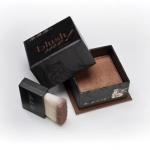 **พร้อมส่ง**MeMeMe Blush Me! Blush Box # Bronze 8g. บลัชออนชนิดฝุ่น บรรจุอยู่ในกล่องสีเหลี่ยมสวยงาม บรอนเซอร์สีน้ำตาล shimmer สามารถใช้เป็นเฉดดิ่ง บรอนเซอร์ ในการแต่งหน้า เหมาะสำหรับงานกลางคืน ทำให้ใบหน้าดูหน้าเรียวลง ใช้ปัดส่วนที่ต้องการให้เล็กและเรียว