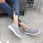 รองเท้าผ้าใบผ้ายืดทรงสวม (สีเทา)