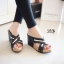 รองเท้าส้นเตารีดหน้าไข้วแต่งทอง (สีดำ) thumbnail 3