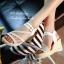 รองเท้าส้นเตารีดลำลองรัดข้อ (สีครีม) thumbnail 3