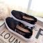 รองเท้าผ้าใบลูกไม้ถักเสริมส้น (สีดำ) thumbnail 1