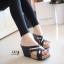 รองเท้าส้นเตารีดหน้าไข้วแต่งทอง (สีดำ) thumbnail 2