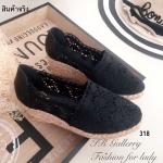 รองเท้าลูกไม้ส้นเตารีดโครเซต์ (สีดำ)