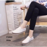 รองเท้าผ้าใบทรงสวมหนังนิ่ม (สีขาว)