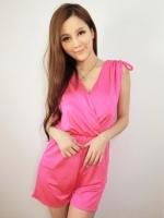 จั๊มสูทกางเกงขาสั้นสีชมพู แขนกุด คอวี โชว์หลัง เอวยืด