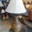 โคมไฟตั้งโต๊ะ โคมไฟดินเผาด่านเกวียน ทำจากแจกันดินเผาด่านเกวียน แกะลายผีเสื้อสีน้ำตาล thumbnail 1