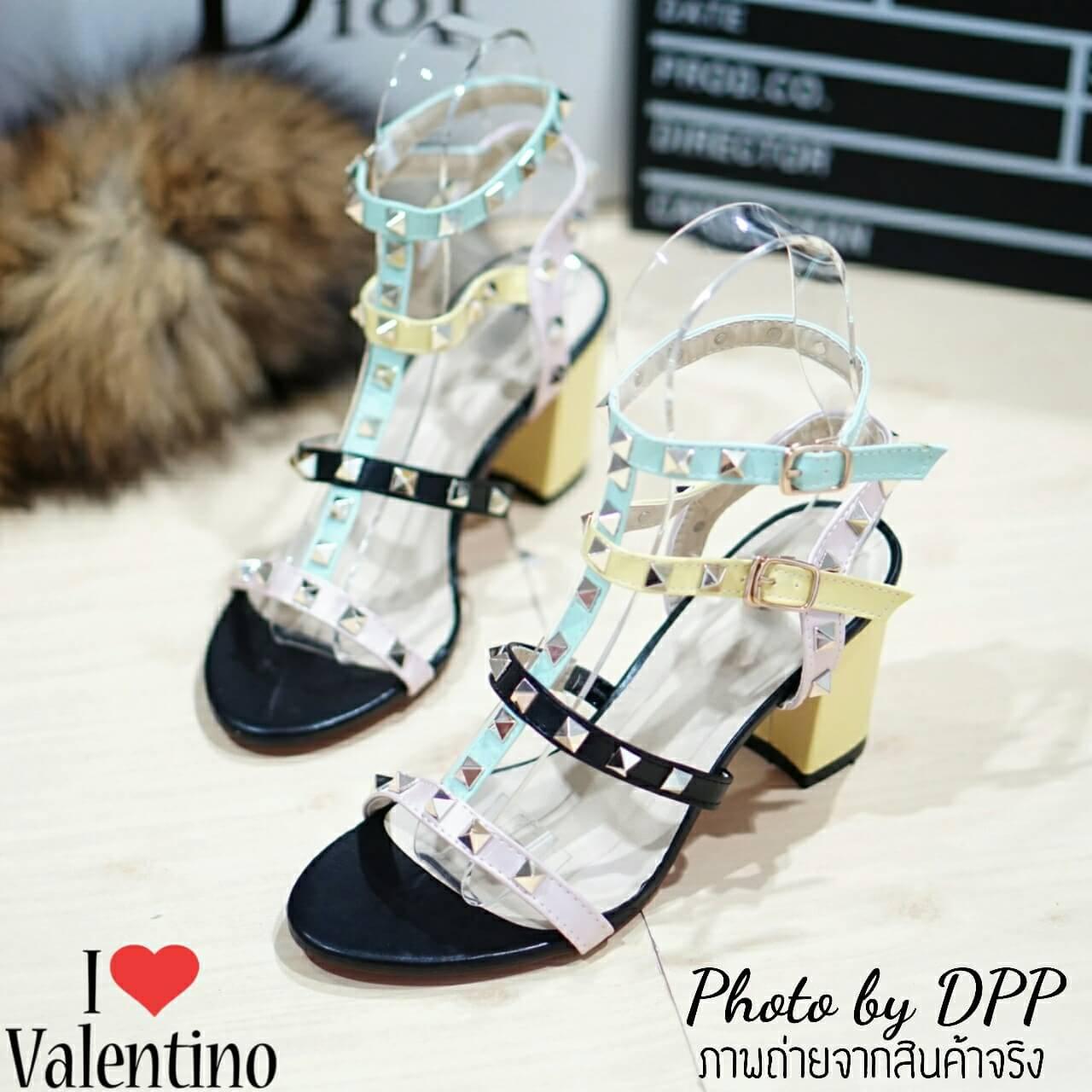 รองเท้า Valentino pumps rainbow color t-strap rockstud (สีดำ)