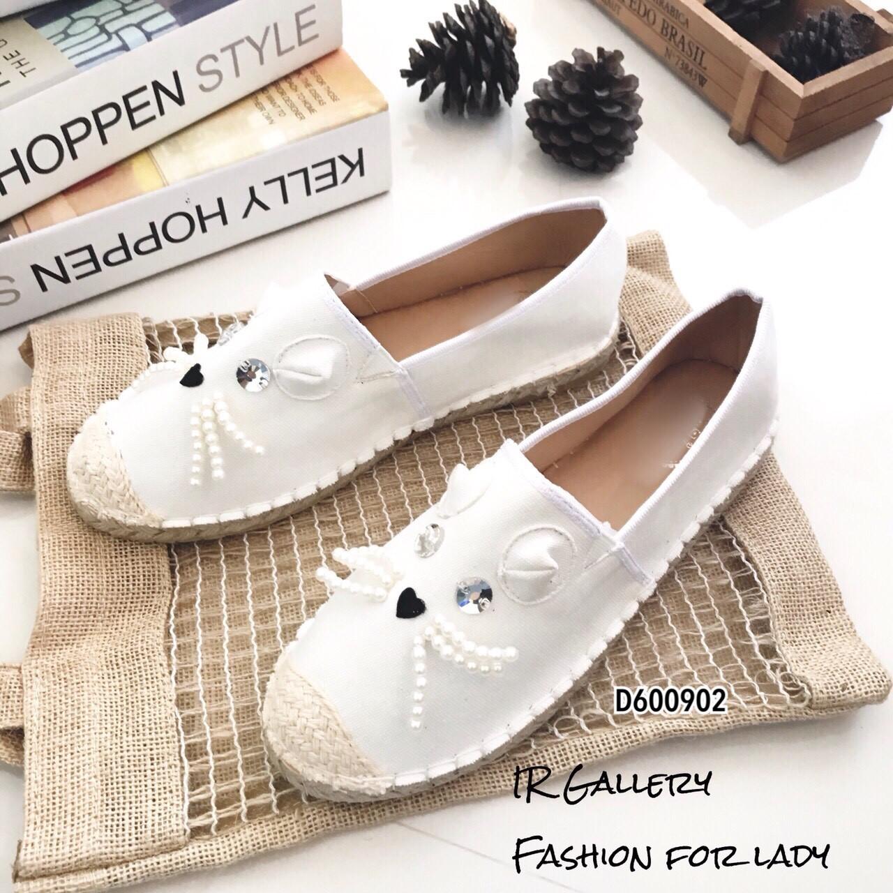 รองเท้าทรงสวมปักหน้าแมว (สีขาวผ้ากระสอบ)