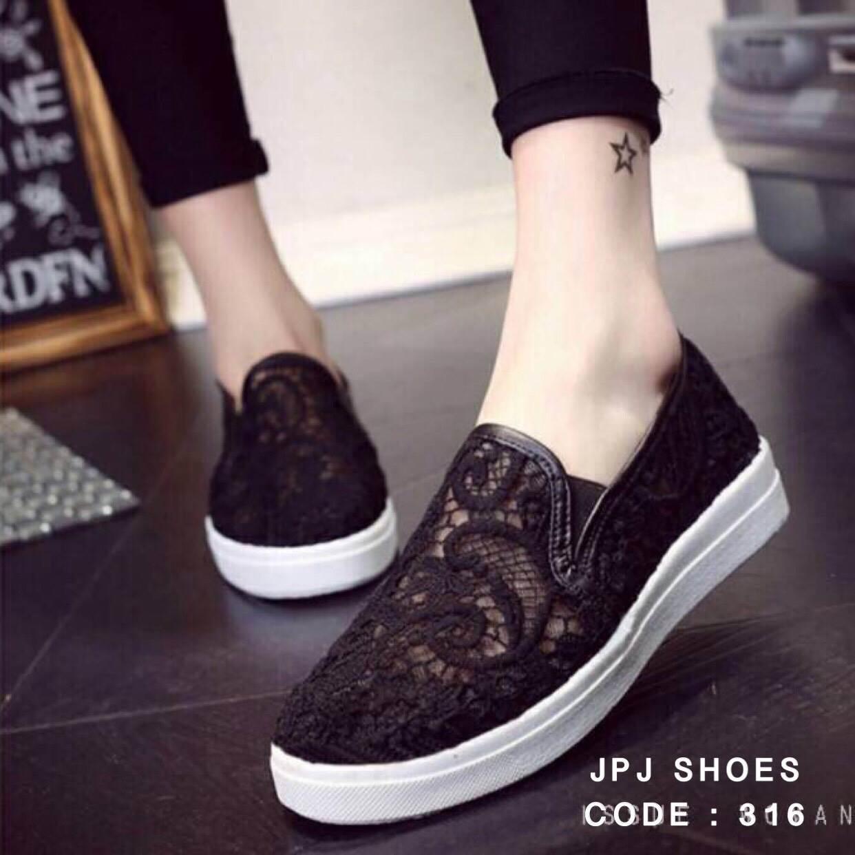 พร้อมส่ง : รองเท้าลูกไม้สไตล์ Givenchy (สีดำ)