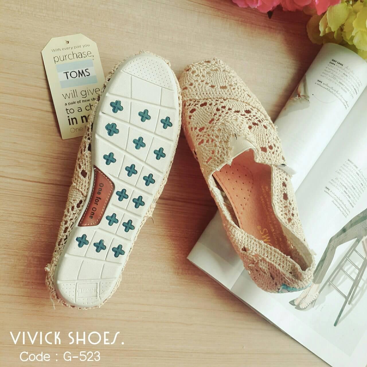 รองเท้าลูกไม้ TOMS (สีครีม)