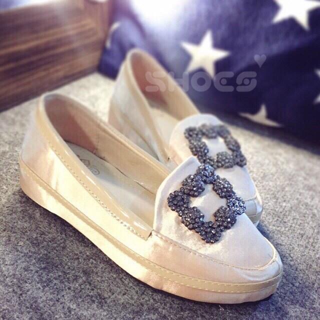 พร้อมส่ง : รองเท้าส้นขนมปัง Manolo Style