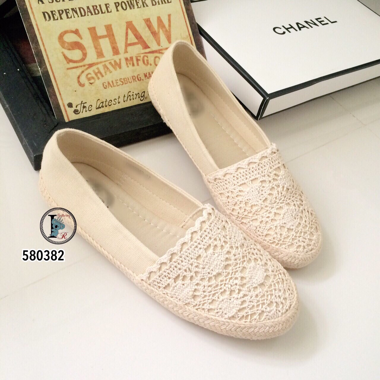 รองเท้าคัทชูลูกไม้ (สีครีม)
