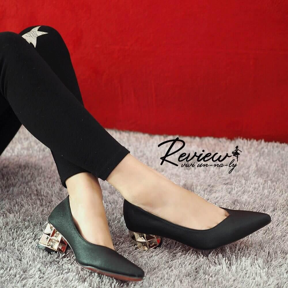 รองเท้าคัทชูส้นเหลี่ยม (สีดำ)