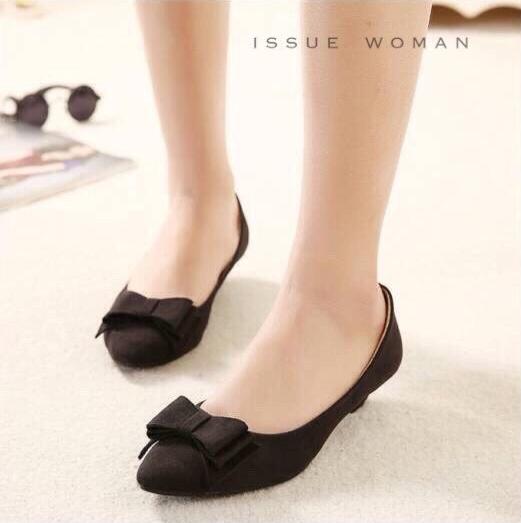 พร้อมส่ง : รองเท้าคัทชูกำมะหยี่ติดโบว์ (สีดำ)