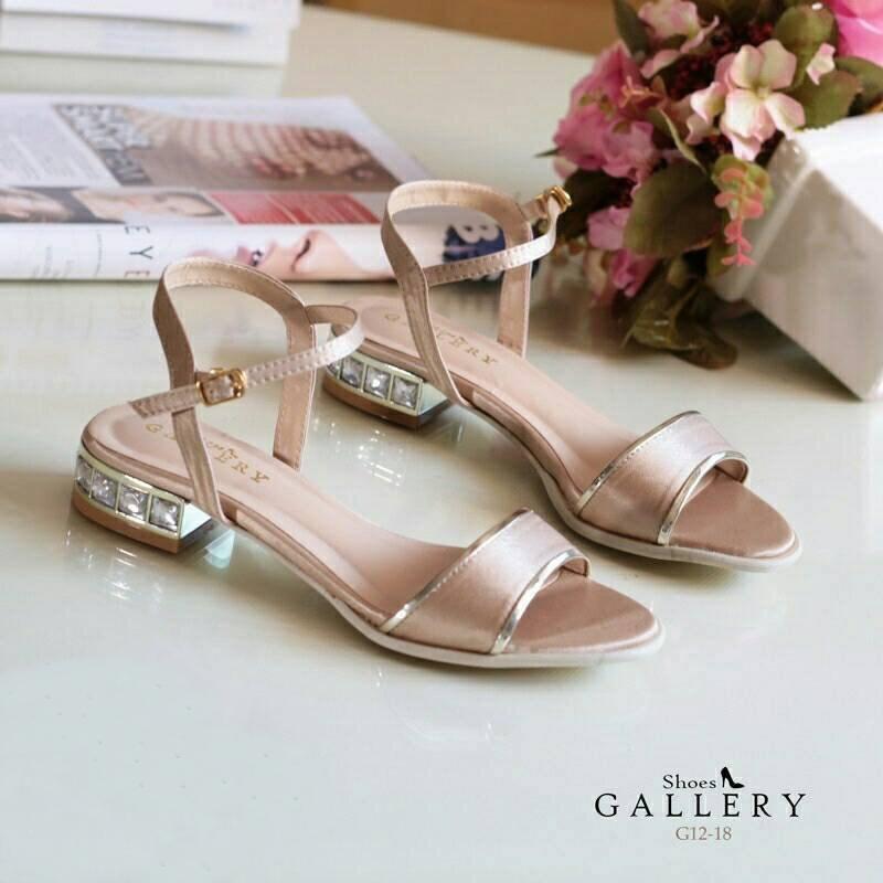 พร้อมส่ง : รองเท้าส้นเพชรสไตล์ Zara (สีครีม)