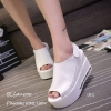 รองเท้าลำลองส้นเตารีดแต่งเมจิกเทป (สีขาว)