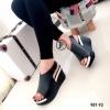 รองเท้าลำลองหนังนิ่มเมจิกเทป (สีดำ)